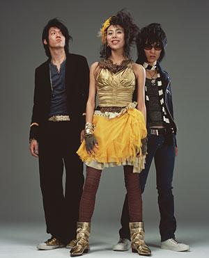 ゴールド衣装のLoveさん