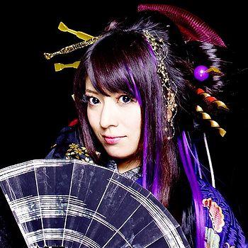 http://www.generasia.com/w/images/thumb/b/be/Suzuhana_Yuuko.jpg/350px-Suzuhana_Yuuko.jpg